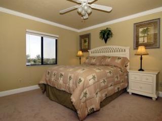 Master Bedroom - Hickory Harbor condominium - Bonita Springs - rentals