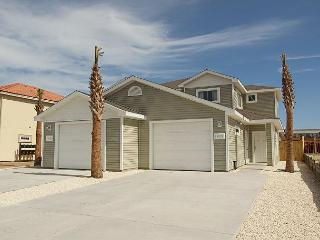 Duplex close to the Beach! Comes w/a Saltwater Pool, Free Wifi & much more! - Corpus Christi vacation rentals