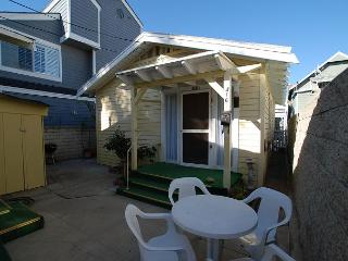Cute 1 Bedroom Beach Bunglow! Walk to Balboa Pier! (68296) - Newport Beach vacation rentals