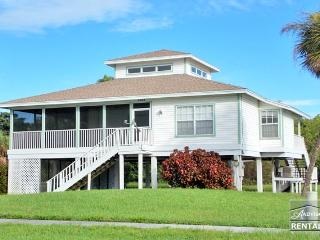 Old Florida style house with beautiful hardwood floors and skylights! Available only during the off season! - Marco Island vacation rentals