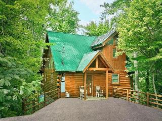 Secluded 1 bedroom Log Cabin Sky Harbor Resort Pigeon Forge Gatlinburg TN - Sevierville vacation rentals