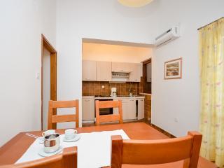 Apartments Igor - 13591-A2 - Tkon vacation rentals