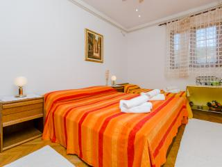 Apartments and Rooms Indiha - 31831-S1 - Jelsa vacation rentals