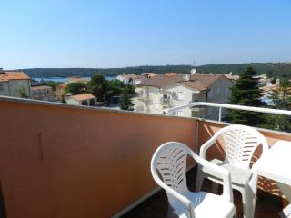 Apartments Drago - 70881-A7 - Banjole vacation rentals