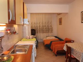 Apartments Davorka - 38421-A3 - Gdinj vacation rentals