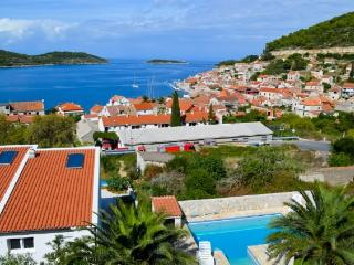 Apartments Mate - 41191-A1 - Milna (Vis) vacation rentals