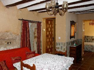 Casa Rural Cueva con Jacuzzi Paraíso del Júcar - Alcala del Jucar vacation rentals