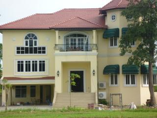 Beautiful 6 Bedrooms Villa in Bangkok - Bangkok vacation rentals
