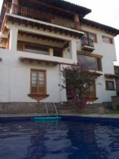 Rear yard with heated swimming pool - Casa de La Loma, Valle de Bravo- Beautiful 3-Story - Valle de Bravo - rentals