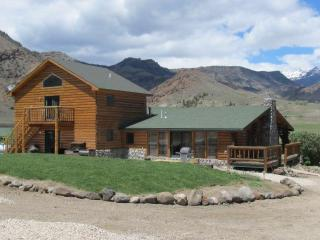 Cozy 3 bedroom Cody Cabin with Deck - Cody vacation rentals