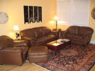 Downtown in the Old Mill this townhome offers it all, a hot tub included! - Bend vacation rentals