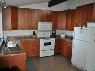 Bailey's Place Cottage - Executive / Private Beach - Ontario vacation rentals