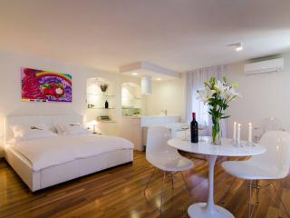 Divota apartment hotel - Deluxe studio/balcony 302 - Split vacation rentals