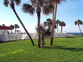 Nice Ground Floor & Gulf Front - Stroll to Beach or Pool - Fort Walton Beach vacation rentals