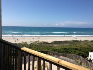 """""""QUEENS COURT"""" top floor/oceanfront  Emerald Isle - Emerald Isle vacation rentals"""