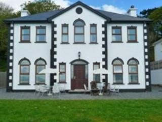 Front of house - Beachfront Holiday Home, Moville, Donegal, Ireland - Moville - rentals