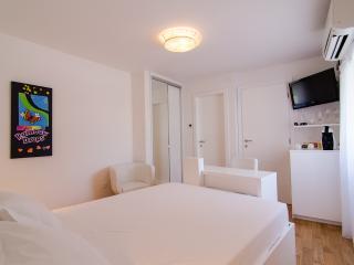 Divota apartment hotel - Standard double room 102 - Split vacation rentals