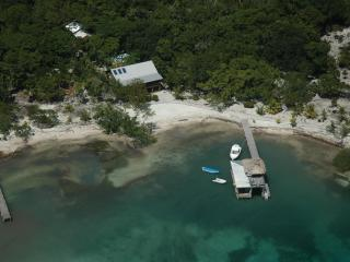 Casa de Playa, Now with WiFi! Feb Special: 20% off - Utila vacation rentals