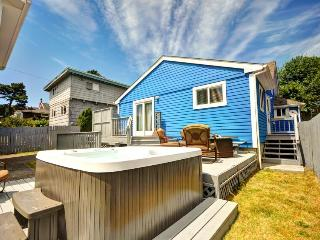 Dog-friendly, artistic getaway w/ private hot tub, entertainment, beach nearby! - Seaside vacation rentals