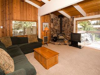 Villa De Los Pinos Townhouse with a Courtyard View ~ RA601 - Mammoth Lakes vacation rentals