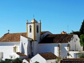 Ap. 10 minutes walk to the city center, calm area - Tavira vacation rentals