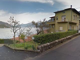 SOSTA SUL LAGO apartment Lezzeno  Lake Como  Italy - Lezzeno vacation rentals