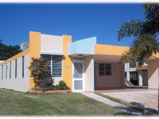 Nice 3 bedroom House in Arecibo with Internet Access - Arecibo vacation rentals