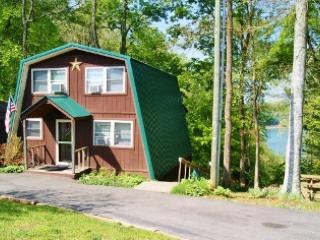 Front view of Cabin - 3 bdr house overlooking Lake Cumberland tributary - Russell Springs - rentals