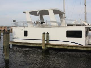 Beautiful Floating Condo in Fells Point - Baltimore vacation rentals