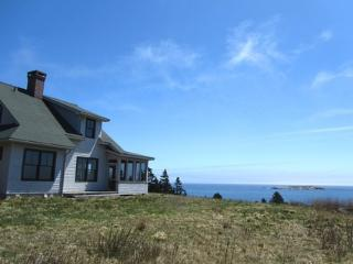 Gorgeous 2 bedroom House in Nova Scotia with Dishwasher - Nova Scotia vacation rentals