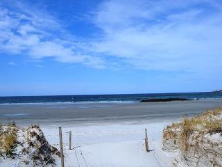 Skippers Sunset House: Vista views & easy walk to Coffins Beach - North Shore Massachusetts - Cape Ann vacation rentals