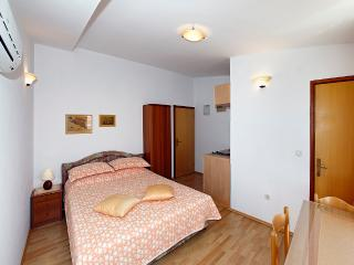 Family-friendly  apartment EMMA 5 ( 2+0  ) - Orebic vacation rentals