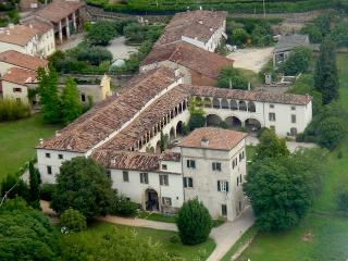 Apartment Villa Verità in historic Villa dating back to XVI century, only 10 min out of Verona city centre - Arbizzano vacation rentals