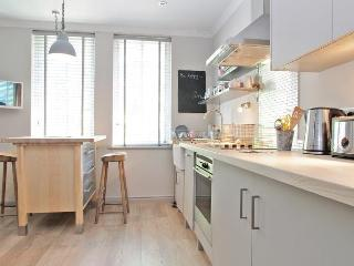 Holland Park London W11 - Beautiful 1 Bedroom Flat - London vacation rentals