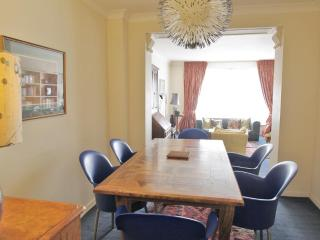 BELGRAVIA / CHELSEA 2 bed 2 bath apartment with Porter - London vacation rentals