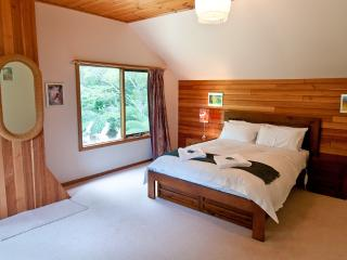 Lovely House with Stove and Hair Dryer - Adventure Bay vacation rentals