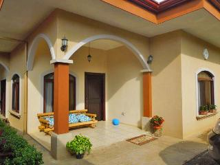 Only 15 Minutes Away from International Airport Ju - Barva vacation rentals