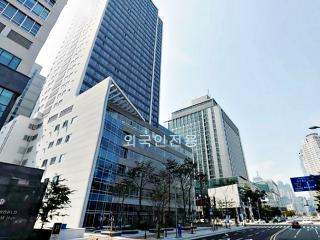 Brand New Modern 2 Bed Suite in Luxury Beach City - Busan vacation rentals