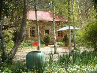 Nice Cottage with Shared Outdoor Pool and Television - Castlemaine vacation rentals
