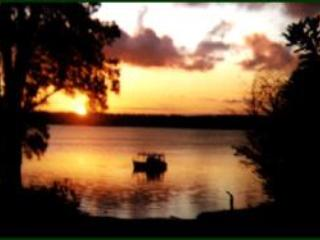 Nice Cottage with Deck and Satellite Or Cable TV - Lake Macquarie vacation rentals