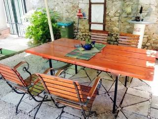 Makarska apartment (2+2) with a big garden - Makarska vacation rentals