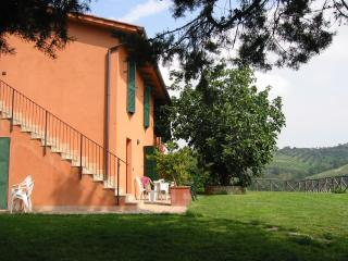 Farmhouse la volpe e l'uva - Apartment Riding - Perugia vacation rentals