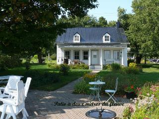 Old cottage by the St-Lawrence river - Saint-Laurent-de-l'Ile-d'Orleans vacation rentals