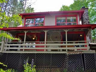 Gorgeous 2 Bedroom Cottage Facing Lake Massawippi! - Ayer's Cliff vacation rentals