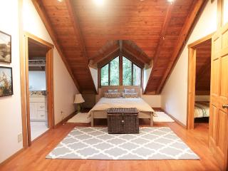 Charming Secret Garden Cottage - Bellevue - Bellevue vacation rentals