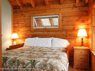 Secluded Log Cabin with Hot Tub under the Stars - Butler vacation rentals