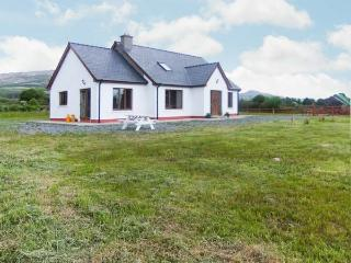 THE CHERRY TREE COTTAGE, open fire, garden, views, close to coast, near Adrigole, Ref 23586 - Crossmaglen vacation rentals