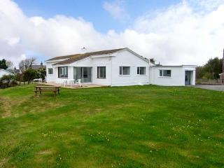 CRAIG WEN, detached cottage, overlooking an estuary, with open fire in Four Mile Bridge, Ref 25849 - Island of Anglesey vacation rentals