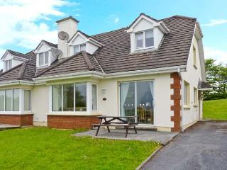 2 LAKE VIEW VILLAS, en-suite facilites, lake views, open fire, near Killarney, Ref. 26060 - Killarney vacation rentals