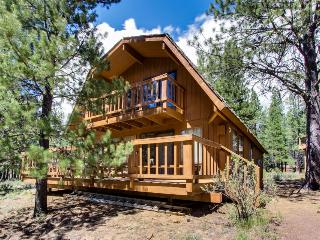 Cozy, dog-friendly cabin with three decks and SHARC passes! - Sunriver vacation rentals